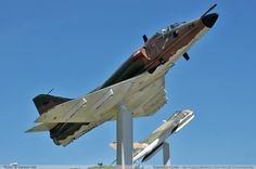 A-4SU Super Skyhawk: Versión muy modificada y mejorada del A-4S, exclusivamente para la Fuerza Aérea de la República de Singapur (RSAF), equipada con un motor turbofán sin postquemador General Electric F404 y electrónica modernizada.