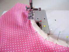 Coser cinta al bies en una curva. Sewing Tools, Sewing Hacks, Sewing Crafts, Sewing Projects, How To Make Clothes, Diy Clothes, Craft Tutorials, Sewing Tutorials, Tutorial Sewing