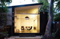 Best Ideas For Modern House Design & Architecture : – Picture : – Description Without altering its facade, architect Christopher Polly transformed the rear of this Newtown, Australia, home from bleak to bright. Design Exterior, Interior And Exterior, Modern Exterior, Architecture Résidentielle, Australian Architecture, Contemporary Architecture, Modern Contemporary, Pavillion, Indoor Outdoor Living