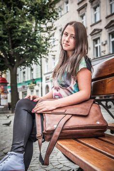 CRAZY HORSE to jedna z kolekcji VOOC przeznaczona dla bardzo wymagającego użytkownika, zarówno kobiet, jak mężczyzn poszukujących tylko najlepszych toreb na co dzień. Nazwa kolekcji pochodzi od rodzaju skóry użytego w produkcji, bardzo wytrzymałej, używanej m.in do produkcji butów trekkingowych skóry CRAZY HORSE.  http://vooc.pl/pl/c/CRAZY-HORSE/18
