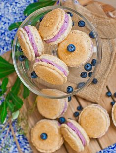 Blueberry cheesecake macarons made with graham cracker crumb-coated macaron shells and filled with a fruity blueberry buttercream filling. Macaron Flavors, Macaron Recipe, Graham Cracker Crumbs, Graham Crackers, Tatyana's Everyday Food, Vanilla Macarons, Blueberry Cheesecake, Blueberry Frosting, Cinnabon