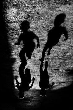 cuando ries con alguien, no existe nada mas Photo by Colak Serkan.