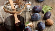 Slivkový džem s vlašskými orechmi