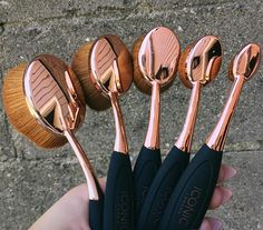 In love with these @iconic.london brushes Can't wait to put these babies to use! #RoseGold