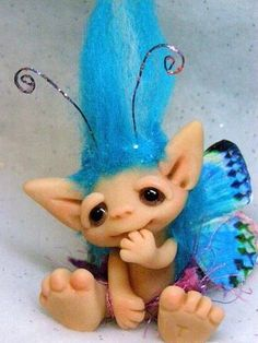 Polymer Clay Chameleon: FROUDIAN, I collected Trolls as a child, I would have loved this. Polymer Clay Fairy, Polymer Clay Dolls, Polymer Clay Projects, Polymer Clay Creations, Polymer Clay Jewelry, Elfen Tattoo, Kobold, Clay Fairies, Clay Baby