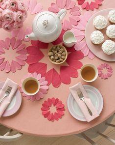 Ideen Tischdeko zum Valentinstag rosa tischdecke