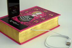cargador para celular en forma de libro con cubiertas rosa