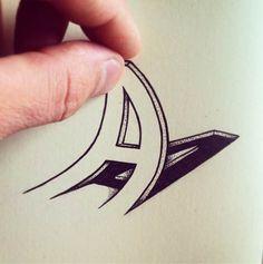Les expérimentations typographiques de l'artiste et designer suisseCyril Oz, aka Rylsee, qui s'amusesur Instagram à tordre, écraser, détourner, pixelise