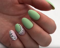 Discover cute and easy nail art designs for all occasions. Find inspiration for Easter, Halloween and Christmas and create your next nail art design. Minimalist Nails, Green Nails, Pink Nails, Girls Nails, Hot Nails, Hair And Nails, Fancy Nails, Pretty Nails, Modern Nails