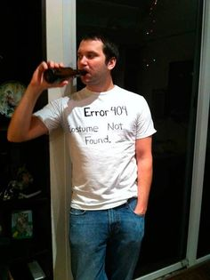 Funny pictures about Last minute Halloween costume. Oh, and cool pics about Last minute Halloween costume. Also, Last minute Halloween costume photos. Costume Halloween Femme Simple, Geeky Halloween Costumes, Couple Halloween, Simple Costumes, Clever Costumes, Halloween Halloween, Easy Costume For Men, Easy Mens Costumes, Women Halloween