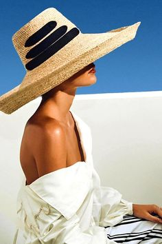 Whether off on holiday to ring in the or simply planning your 2017 escape dont forget to pack a straw hat. Its primary function may be to Fashion Editor, Editorial Fashion, Beauty Editorial, Love Hat, Mode Vintage, Summer Hats, Sun Hats, Athleisure, Sombreros De Playa