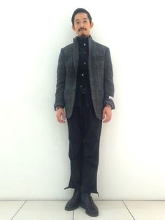 今日の服屋です。 ハリスツイードのテーラードジャケットは肉厚で保温性も優れています。 ワンサイズアッ