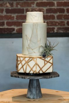 Geometric cake gray and gold cake