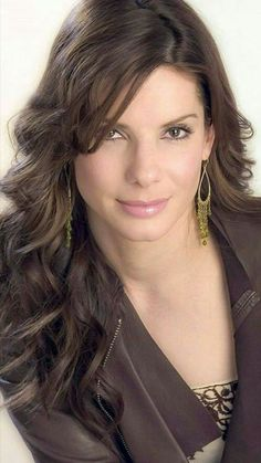 sandra bullock best outfits - Page 78 of 101 - Celebrity Style and Fashion Trends Sandra Bullock Hot, Actrices Hollywood, Jennifer Aniston, Jennifer Garner, Celebs, Celebrities, Most Beautiful Women, Beautiful Actresses, Long Hairstyles