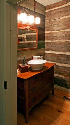 Un lindo revestimiento en las parede y un mueblo viejo dan un look totalmente diferente!