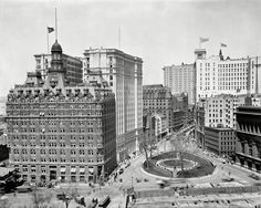 """New York circa 1900. """"Bowling Green and Broadway."""" Oldest public park in the city. 8x10 inch glass negative, Detroit Publishing Company."""