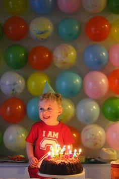 Balloon wall for the Birthday Boy - great idea !!