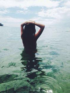 She, the ocean Photos Bff, Photos Tumblr, Summer Pictures, Beach Pictures, Summer Of Love, Summer Beach, Summer Sun, Summer Vibes, Pool Picture