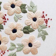 Sunday blooms  via @cinderandhoney derandhoney#dmcthreads #dmcembroidery