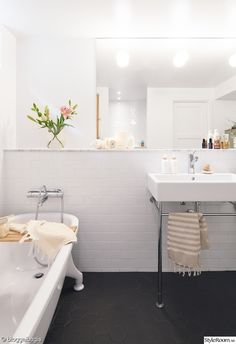 badkar,badrum,vitt kakel,kommod,blandare