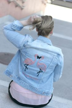 Outfit Flamingo Jeansjacke und Fransen Loafers in rosa - Flamingo Jeans - Flamingo Jacke - Print - Blogger Outfit Sommer Pastel Pink, Jeans, Pink Flowers, Loafers, Denim, Outfits, Fashion, Pink, Fringes
