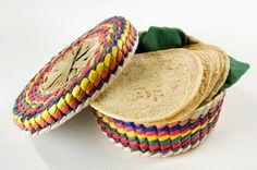 La Tortilla es un elemento imprescindible e irreemplazable en la dieta de los Mexicanos. hecha de Maiz ( o de harina de trigo, en el Norte del país), es tanto base de algunos platillos, como acompañamiento de casi todos ellos. Sopa de tortilla, enchiladas, enfrijoladas, quesadillas, chilaquiles, tostadas, totopos; la Tortilla es el alimento más noble de la Cocina Mexicana.