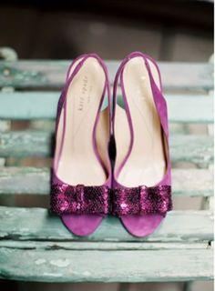 Complementa tu look con zapatos de tacón en orquídea radiante