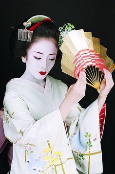 Makiko with Fan, 2008. ☀