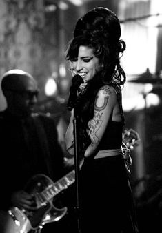Amy Winehouse Forever is a tribute site to the life and music of Amy Jade Winehouse. On this site you'll find Amy's biography, fashion, music, quotes and news. High Society, Amy Jade Winehouse, Amy Winehouse Quotes, Amy Winehouse Foundation, Jimi Hendricks, Pop Rock, Jolie Photo, Music Artists, Classic Rock