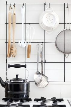 Small Kitchen Organization (On a Budget! Rental Kitchen, Diy Kitchen, Kitchen Interior, Kitchen Decor, Kitchen Design, Kitchen Tools, Kitchen Ideas, Nordic Kitchen, Eclectic Kitchen