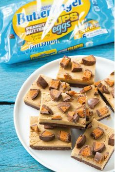 The perfect addition to any dessert cart this Easter is this no-bake Chocolate Peanut Butter Fudge. Made in the microwave in less than 10 minutes, this sweet treat is topped with the crispety, crunchety, peanut-buttery taste of BUTTERFINGER® Cups Eggs.