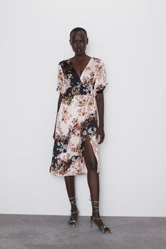 ZARA - Female - Ruffled floral print dress - Multicolored - S V Neck Dress, New Dress, Zara Outfit, Zara Dresses, Floral Prints, Dresses With Sleeves, Summer Dresses, Mini Dresses, Outfits