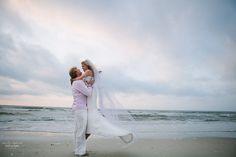 Love on the beach | Emily Lapish Photography