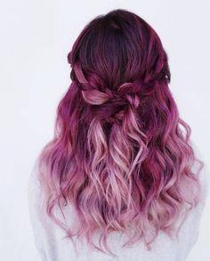Dieser Haartrend bringt endlich wieder Farbe in die dunkle Jahreszeit. Der Farbverlauf ist wunderschön und ein absoluter Hingucker. Alles, was du über den farbenfrohen Trend wissen musst, erfährst du auf unserem Blog :) hair / hair trends / trends / fashion / beauty / lifestle / red / pagenta / Haare / Frisur | Stylefeed