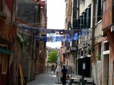 Clothesline in Venice - tips on drying laundry like you're in Venice ;)
