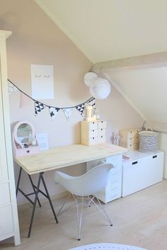 Meisjeskamer inspiratie Meisjeskamer inspiratie puur van geluk The post Meisjeskamer inspiratie appeared first on Slaapkamer ideeën. My New Room, My Room, Living Room Decor, Bedroom Decor, Bedroom Lighting, Bedroom Ideas, Bedroom Chandeliers, Bedroom Lamps, Wall Lamps