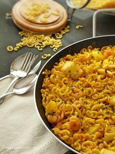 *Fideuà*, sabrosa y especial. Fish and fat noodles. Chicken Pasta Recipes, Pork Recipes, Veggie Recipes, Seafood Recipes, Gourmet Recipes, Healthy Recipes, Healthy Meals To Cook, Healthy Cooking, Easy Meals