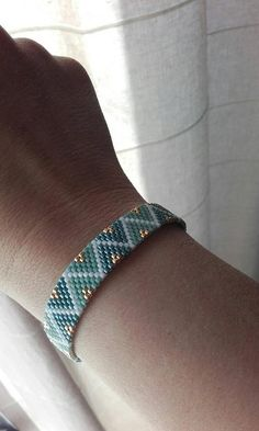 I needed showing you how to make a bracelet with natural stone and leather thread with video. Neon Bracelets, Bead Loom Bracelets, Beaded Bracelet Patterns, Beading Patterns, Seed Bead Earrings, Beaded Earrings, Seed Beads, Loom Bracelets, Bracelet Patterns