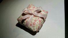 Embalagem para bem-casado em tecido estampado e fita de cetim