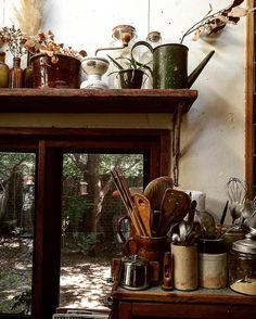 いいね!957件、コメント8件 ― 唐津 裕美 Hiromi Karatsuさん(@h_i_r_i_n_k_o)のInstagramアカウント: 「キッチンの窓から見えるアキニレに吊るしたバードフィーダー。毎日たくさんので賑わう。 #truckfurniture #trucknest」