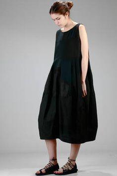 abito lungo e ampio realizzato a patchwork di tessuti antichi di cotone, lino e seta - SARK STUDIO
