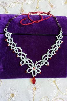 White Wedding Tatted Necklace by TatsRight #wedding #tatting #tatsright #chiacchierino #lace #etsyseller #frivolite