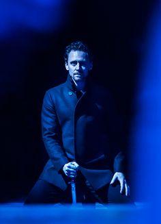 Tom Hiddleston as Hamlet. Hamlet - RADA| Sep 2, 2017 ~ Jerwood Vanbrugh Theatre, RADA, London. Via Torrilla: https://m.weibo.cn/status/4147433568580709#&gid=1&pid=1. Enlarge image (UHQ): https://wx1.sinaimg.cn/large/6e14d388gy1fj4v8fcodvj22kw3vc7wi.jpg