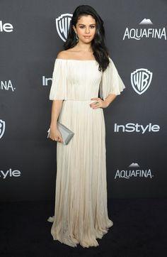 Pin for Later: 32 Robes Dignes du Plus Beau Jour de Votre Vie Qu'on a Repéré Sur le Tapis Rouge Pour la Mariée Bohème Selena Gomez portant une robe signée J. Mendel à l'afterparty des Golden Globes.