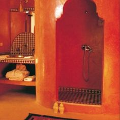 De l'orange oriental dans une salle de bains