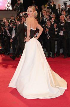 Pin for Later: Le glamour est au rendez-vous au festival de Cannes !  Blake Lively, superbe en noir et blanc à l'avant-première de The Captive.