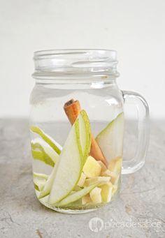 El sabor de esta agua con pera es especiado pero delicioso. El jengibre nos ayuda a muchísimas cosas en nuestro cuerpo, una de ellas a desintoxicar.