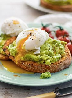 Simple and delicious. Creamy avocado and a poached egg are perfect for a lazy brunch. Add cherry tomatoes for a sweet twist. Simple and delicious. Creamy avocado and a poached egg are perfect for a lazy brunch. Add cherry tomatoes for a sweet twist. Avocado Toast, Smashed Avocado On Toast, Avacado And Eggs, Avacado And Egg Breakfast, Healthy Diet Recipes, Healthy Snacks, Cooking Recipes, Breakfast And Brunch, Gastronomia