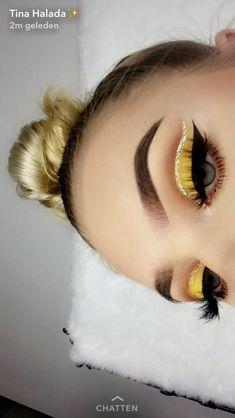 Amazing yellow eye makeup and blonde hair - Madie U.- gelbes Augen Make-up und bonde Haare – Madie U. Amazing yellow eye makeup and bonde hair – Makeup Eye Looks, Beautiful Eye Makeup, Cute Makeup, Pretty Makeup, Skin Makeup, Eyeshadow Makeup, Makeup Art, Makeup Style, Eyeshadow Palette
