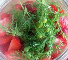 Herkkusuun lautasella-Ruokablogi: Pihasauniomansikat Seaweed Salad, Berries, Ethnic Recipes, Food, Vegetable Garden, Essen, Bury, Meals, Yemek